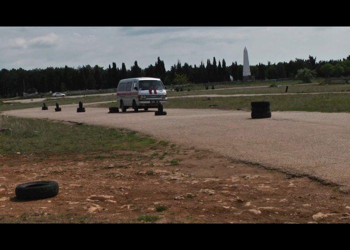 В Севастополе прошли соревнования по скоростному маневрированию на спецтранспорте