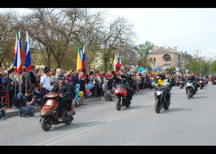 В Евпатории открыли курортный сезон «Парадом эпох»