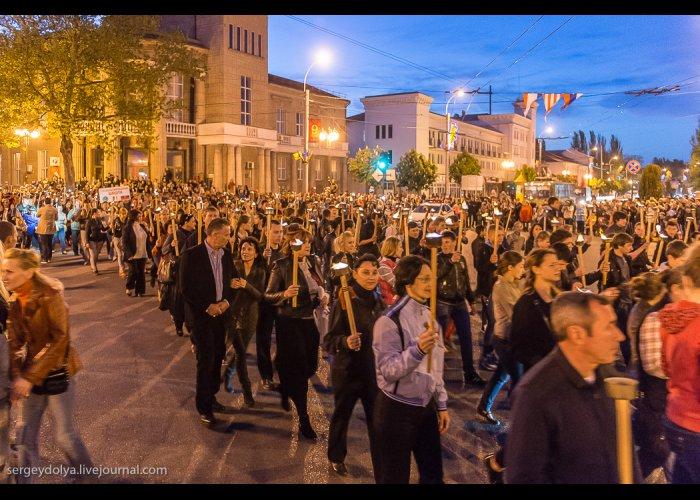 В Керчи состоялось торжественное факельное шествие