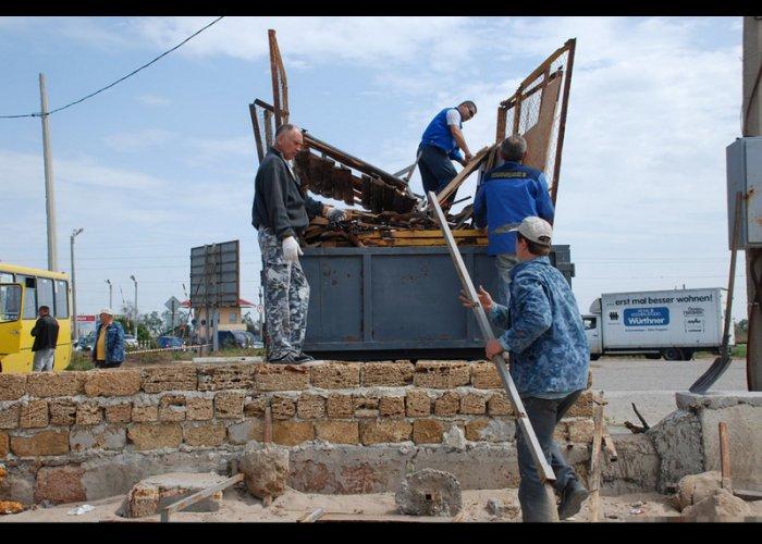Пляжи Евпатории освободили от незаконно установленных заборов