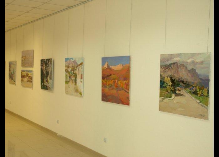 В Севастополе открылась выставка крымских пейзажей