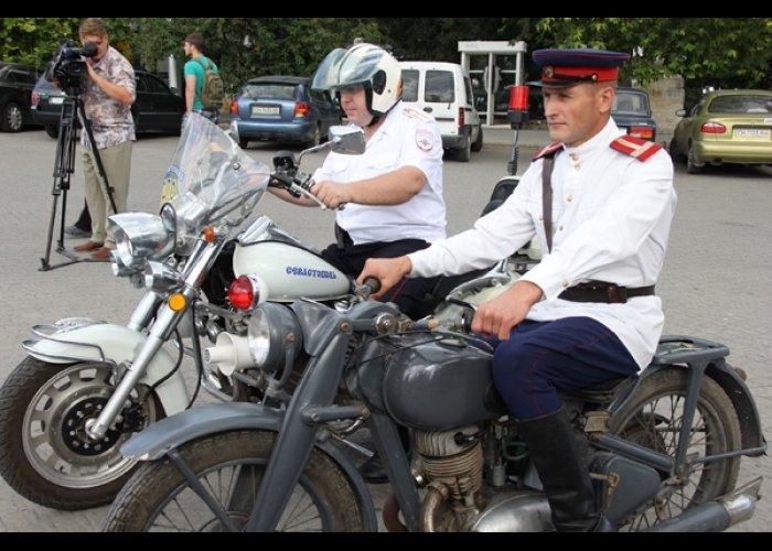 В Севастополе провели выставку ретро-автомобилей