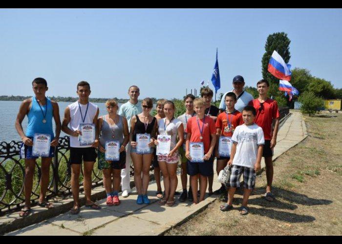 В Крыму прошли соревнования по академической гребле и парусному спорту