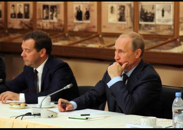 Президент РФ встретился в Крыму с деятелями культуры