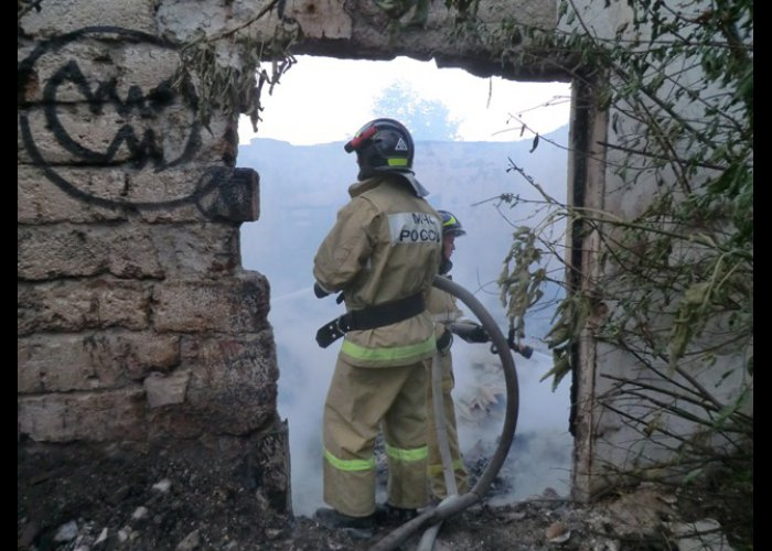 В Севастополе горело заброшенное здание