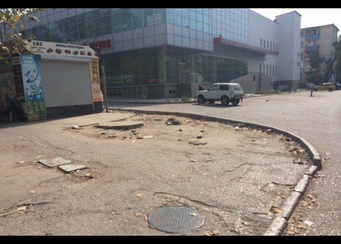 В центре Севастополя демонтировали незаконные торговые точки и кафе