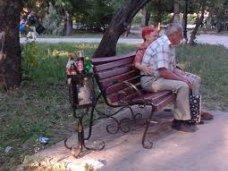 Фонтан, В Симферополе украли скамейки и урны из парка Тренева