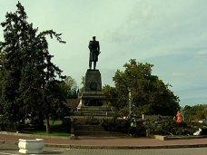 В Севастополе вместо спиленных елей у памятника Нахимову посадят новые