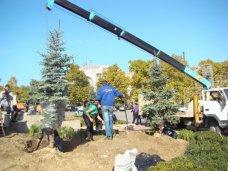 В Севастополе обновили зеленую зону возле памятника Нахимову