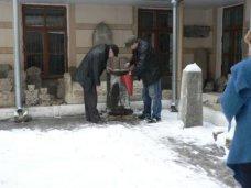 В музей Симферополя передали надгробную плиту