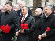 возложение цветов, В Симферополе отметили годовщину Переяславской Рады