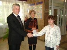 Стипендия, Школьники Алушты получили стипендии городского головы
