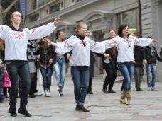 День соборности Украины в Ялте отметили живой цепью