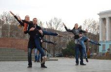 В Симферополе прошел танцевальный флешмоб и квест