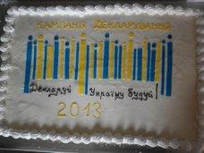 Налоговики в Ялте угощали посетителей тортом