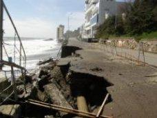 Набережная, К ремонту разрушенной набережной в Алуште будут привлекать здравницы, пляжи которых повредил шторм