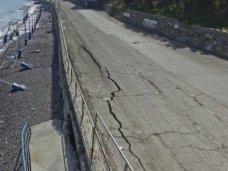 Набережная, В Алуште восстановят разрушенную штормом дорогу до начала курортного сезона