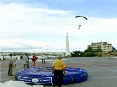 В Севастополе завершился фестиваль парашютистов