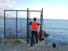 Зеленый мыс пляж, С пляжа Алупки вывезли скандальный забор