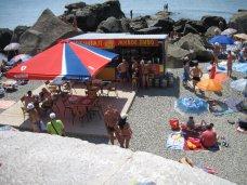 Пляжи, На детском пляже в Алупке продавали пиво
