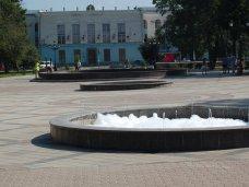 Фонтан, В Симферополе фонтаны покрылись пеной