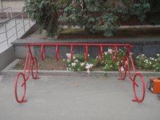 Возле горсовета Симферополя поставили велопарковку