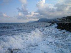 Утонул, На выходных в Крыму утонул турист, еще одного успели спасти