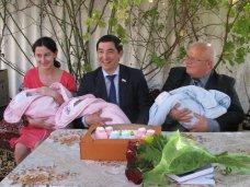 Тройня, Родившая тройню крымчанка получила помощь от представителей власти
