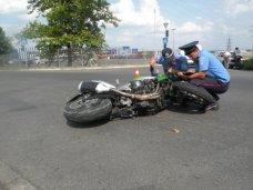 ДТП, Пьяный мотоциклист под Симферополем врезался в ограждение