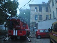 Пожар, В Севастополе из горящего общежития спасли троих человек