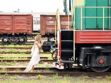 поезд, На вокзале в Симферополе пьяную женщину сбил поезд