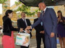 Тройня, Депутаты парламента Крыма подарили матери тройни бытовую технику