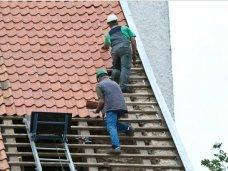 Происшествие, В Евпатории мужчина упал с крыши четырехэтажного дома