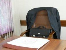 Коррупция, В Щелкино чиновница трудоустроила собственных сыновей и сократила других работников