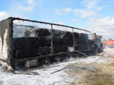 Пожар, На трассе возле Севастополя сгорела фура с бумагой