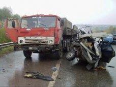 ДТП, В Симферопольском районе легковушка столкнулась с прицепом КАМАЗа