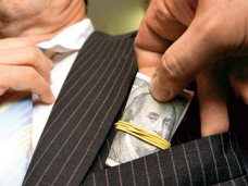 Коррупция, В Керчи землеустроитель погорел на взятке