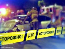 ДТП, В Симферополе автомобилист врезался в дерево