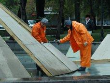 фото дня, В Симферополе консервируют фонтаны на зиму
