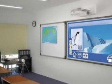 День учителя, Школам Алуштинского региона подарили проекционные экраны