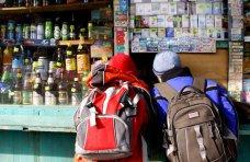 Алкоголь, В магазинах Алушты продолжают продавать алкоголь и сигареты несовершеннолетним