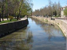 Происшествие, Спасатели в Керчи вытаскивали пьяного из реки
