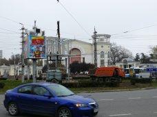 фото дня, В Симферополе посреди дорожного кольца выросла металлическая башня