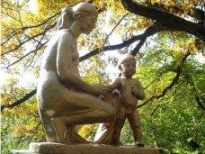 Памятник, В Симферополе предложили установить памятник материнству