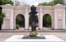Памятник, В Симферополе планируют благоустроить памятник Тарасу Шевченко