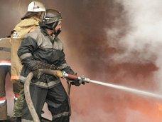 Пожар, В Симферопольском районе загорелась крыша общежития