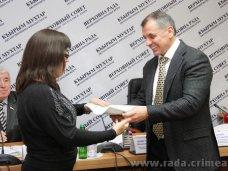 инвалиды, Крымский спикер вручил ключи от квартир инвалидам по зрению