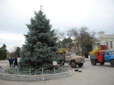 Городская елка, В Евпатории украшают городскую елку