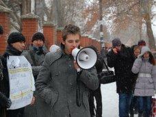 политическая ситуация в Украине, В Симферополе студенты митинговали против всех