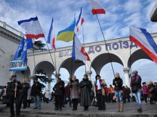 политическая ситуация в Украине, Крымчане отправились в Киев поддержать Президента